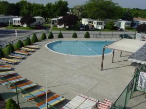 Pool 001